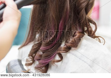 A Master In A Beauty Salon Curls Curls For A Girl With Long Hair.
