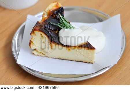 Basque Cheesecake , Cheese Cake Or Basque Burnt Cheesecake