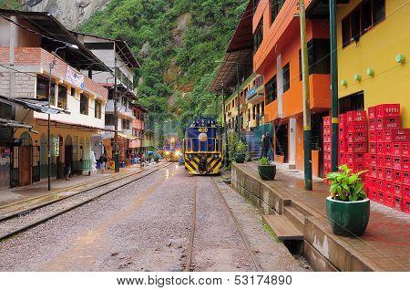 Train arrives to Machu Picchu pueblo station.