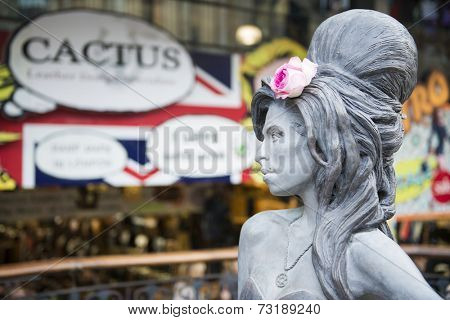 LONDON, UK - SEPTEMBER 17: Bronze statue of late singer Amy Winehouse in Camden Town. It was unveiled on what would have been her 31st birthday, 3 years after her death. September 17, 2014 in London.