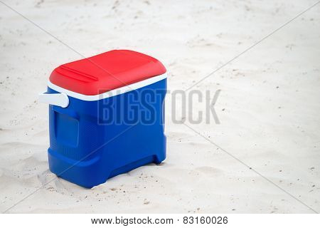 Picnic cooler box