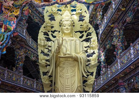 Dalat, Vietnam - May 15, 2015 : Quan Am Buddha Statue In The Main Hall Of The Linh Phuoc Pagoda In D