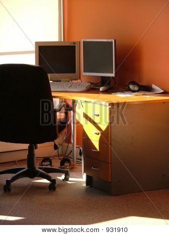 Empty Workstation