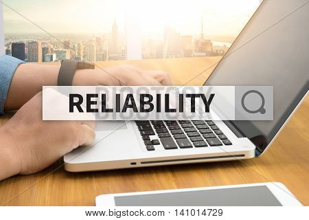 RELIABILITY SEARCH WEBSITE INTERNET SEARCHING man use computer