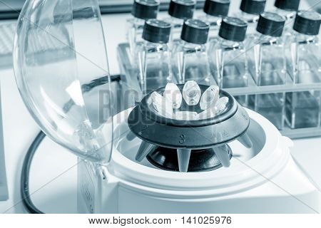 centrifuge with pcr microtubes