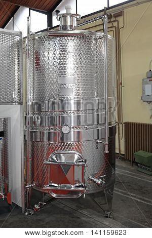 Stainless Steel Vinificator Fermenter Tank For Food Industry poster
