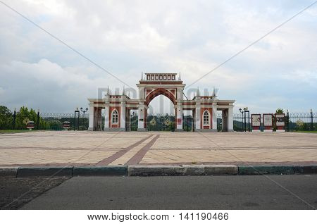 The arch of palace of queen Catherine the Great in Tsaritsyno, Moscow, Russia.