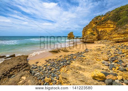 The stones of limestone of Step Beach in Eagle Point Marine Sanctuary, located at Aireys Inlet on the Great Ocean Road, Vistoria.