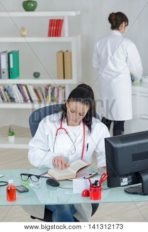 two female doctors coleagues in the office