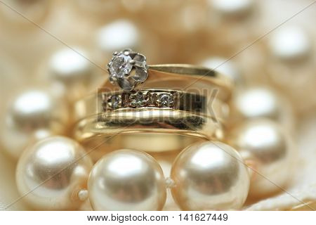 Wedding set in yellow gold: solitaire engagement ring diamond anniversary band and plain wedding band