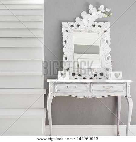 Picture of vinatge style dressig table with mirror