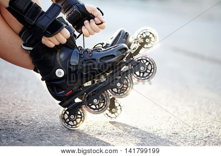 Setting of laces on black roller skates