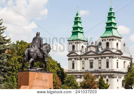 Ternopil, Ukraine - July 31 2009: Monument To King Danylo Of Halych And Dominican Church In Ternopil