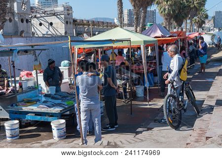 Coquimbo, Chile--april 7, 2017. Shoppers Look Over Offerings In An Outdoor Fish Market In The Port C