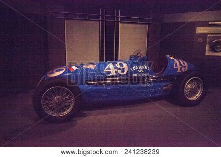 Naples, Florida, Usa - May 5, 2018:  Blue 1938 Maserati 8ctf Displayed At The Revs Institute In Napl