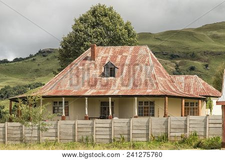 Bulwer, South Africa - March 23, 2018: An Historic House, With A Mountain Backdrop, In Bulwer In The