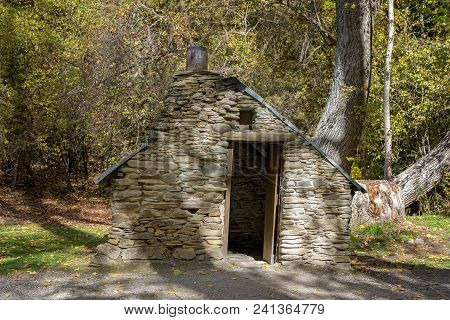 Old Historic Stone Hut Built By Immigrants To The Gold Fields During The Rush Of The 1860s In Arrowt