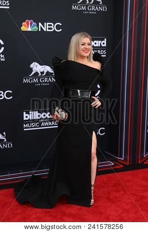 LAS VEGAS - MAY 20:  Kelly Clarkson at the 2018 Billboard Music Awards at MGM Grand Garden Arena on May 20, 2018 in Las Vegas, NV
