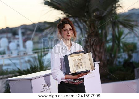 Italian director Alice Rohrwacher   attends the photocall the Palme D'Or Winner during the 71st Cannes Film Festival at Palais on May 19, 2018 in Cannes, France.