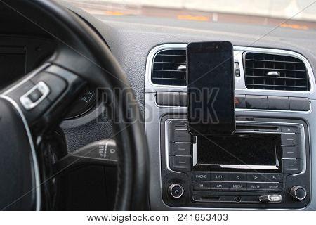 Way finder on a car dashboard