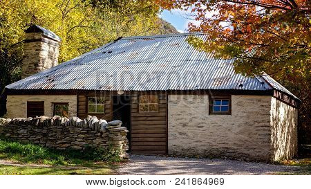 Heritage Listed Stone Built Cottage In Arrowtown, New Zealand