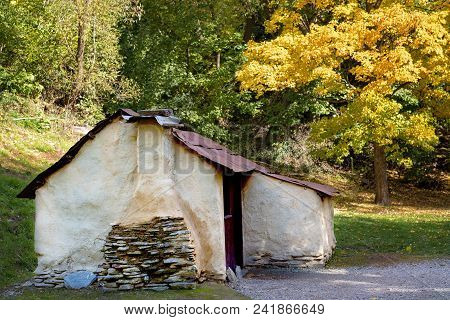 Old Historic Heritage Listed Hut Built By Chinese Immigrants To Arrowtown New Zealand For Shelter Du