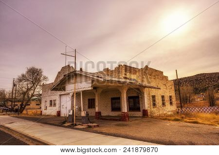 Abandoned Gas Station On Historic Route 66 In Seligman, Arizona