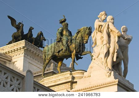 Statues Of Rome: Set Of Three Statues In A Roc, Rome, Italy