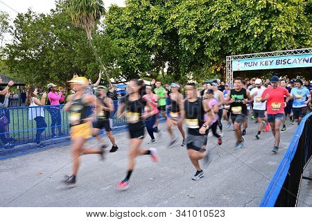 Key Biscayne, Florida - January 15, 2019: Blurred Runners Start 10k Race In Crandon Park On Clear Wi