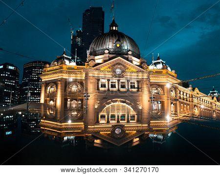 Flinders Station At Beautiful Gradien Blue Sky At Night. Melbourne City, Victoria, Australia 11 Nove