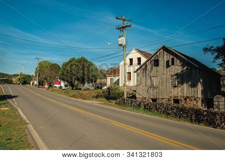 Bento Goncalves, Brazil - July 11, 2019. Old Rural House Made Of Wood In A Traditional Italian-influ