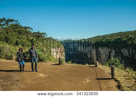 Cambara Do Sul, Brazil - July 16, 2019. Dirt Pathway And People At The Itaimbezinho Canyon With Rock