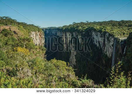 Cambara Do Sul, Brazil - July 16, 2019. Dirt Pathway And People At The Itaimbezinho Canyon With Wate