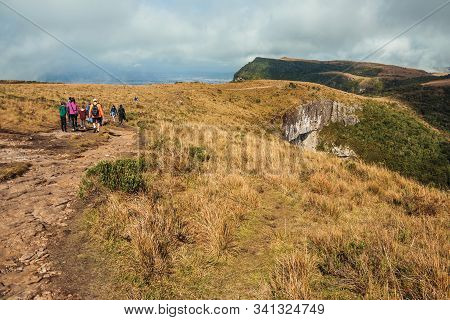 Cambara Do Sul - Brazil, July 18, 2019. People On Rocky Trail Going Down The Top Of Fortaleza Canyon