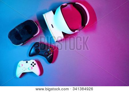 Keyboard, Mouse, Gamepad, Virtual Reality Headset And Headphones. Concept Of Virtual Reality, Simula