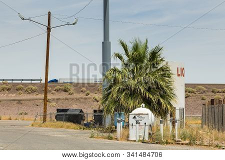 Newberry Springs, California, Usa- 30 May 2015: Abandoned Gas Station On The National Trails Highway