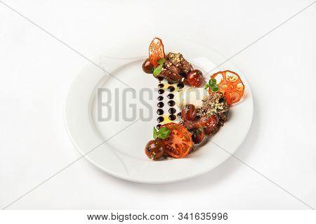 Close-up Of Beef Tenderloin Salad In A Restaurant. Beef Tenderloin Salad, Sun-dried Tomato Chips On