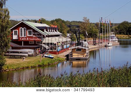 Norsholm, Sweden - July 5, 2018: View Of The Kapten Billes Uouth Hostel And Cafe At The Gota Canal.