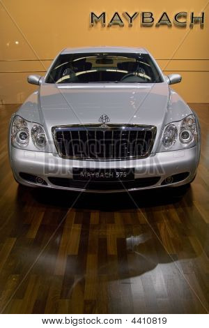 Mercedes-benz Maybach 625 At The Bologna Car Show