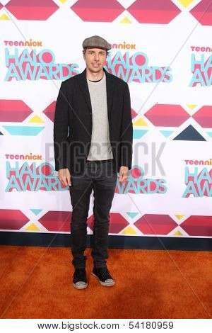 LOS ANGELES - NOV 17:  Dax Shepard at the TeenNick Halo Awards at Hollywood Palladium on November 17, 2013 in Los Angeles, CA