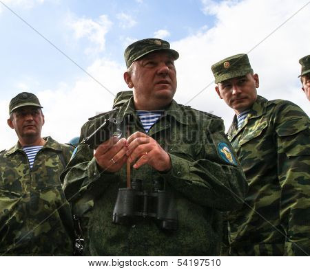 KOSTROMA REGION - AUG 26: Vladimir Shamanov (C) (Commander-in-Chief Russian Airborne Troops) during Command post exercises with 98-th Guards Airborne Division, Aug 26, 2010 in Kostroma region, Russia.