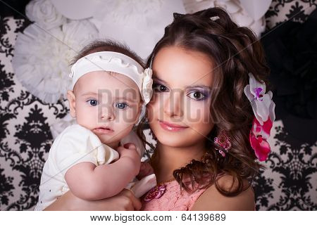 Mom With Flowers In My Head Keeps Baby 6 Months