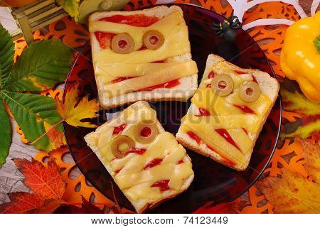 Funny Sandwiches With Mummy For Halloween