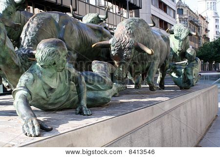 Monument to they run with bulls.