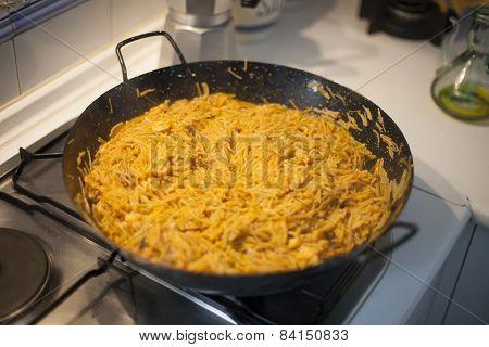 Cooking Fideua