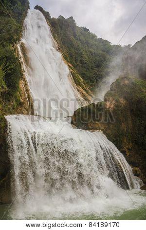 Waterfall In Motion, Beautiful Velo De La Novia, Chiapas. Traveling Through Mexico.
