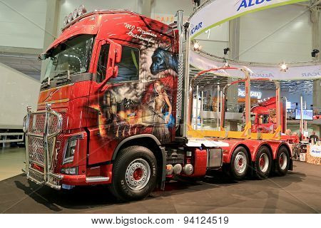 Volvo FH16 Show Truck With Airbrush Paintings