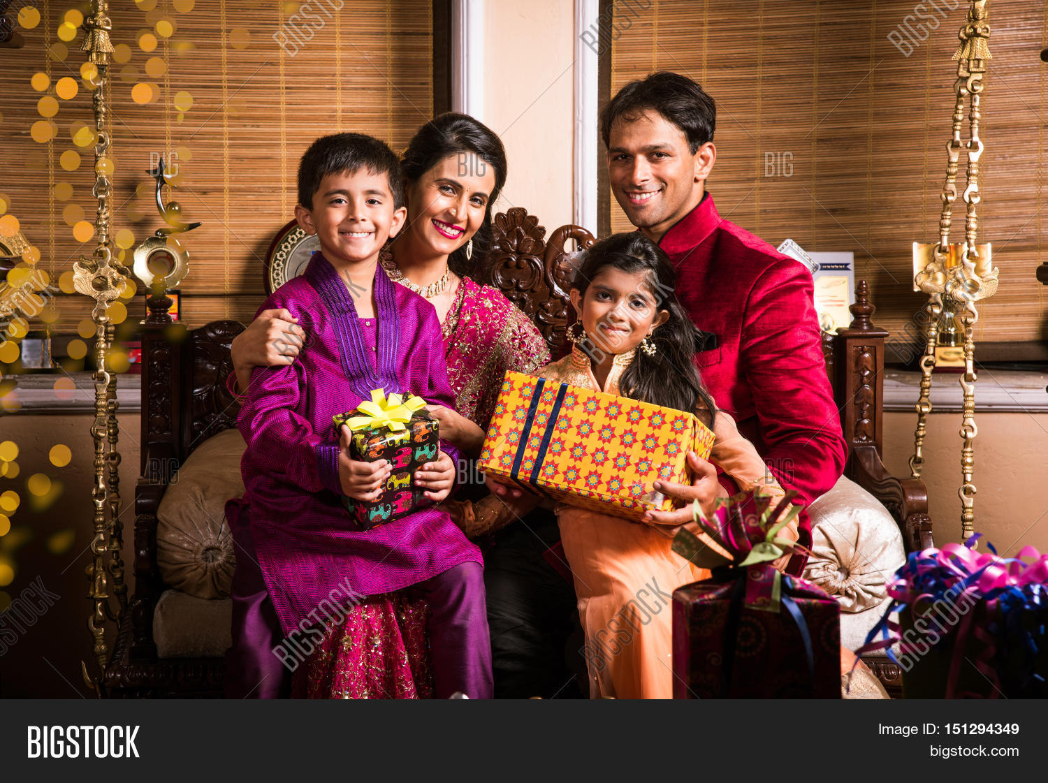 Indian Family Celebrating Diwali Image  for Diwali Gifts For Family  555kxo