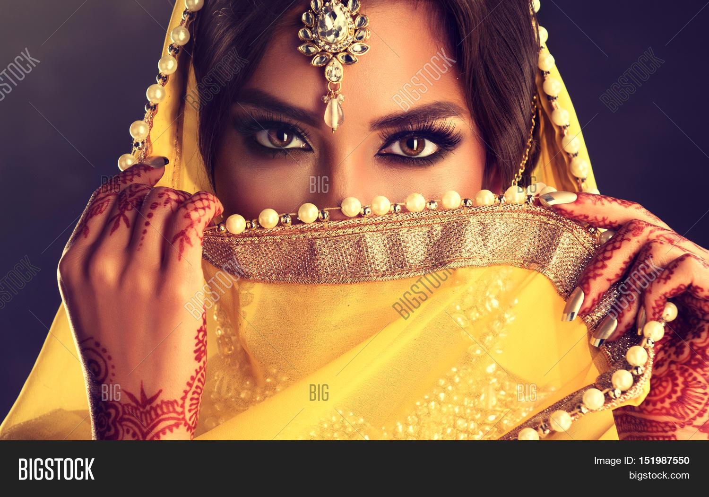 3f91eb70f5 Portrait of beautiful indian girl . Young hindu woman model with tatoo  mehndi and kundan jewelry