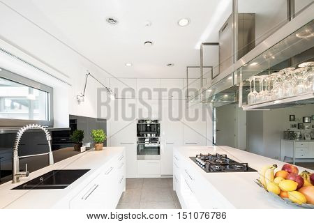Spacious Kitchen In Modern Style